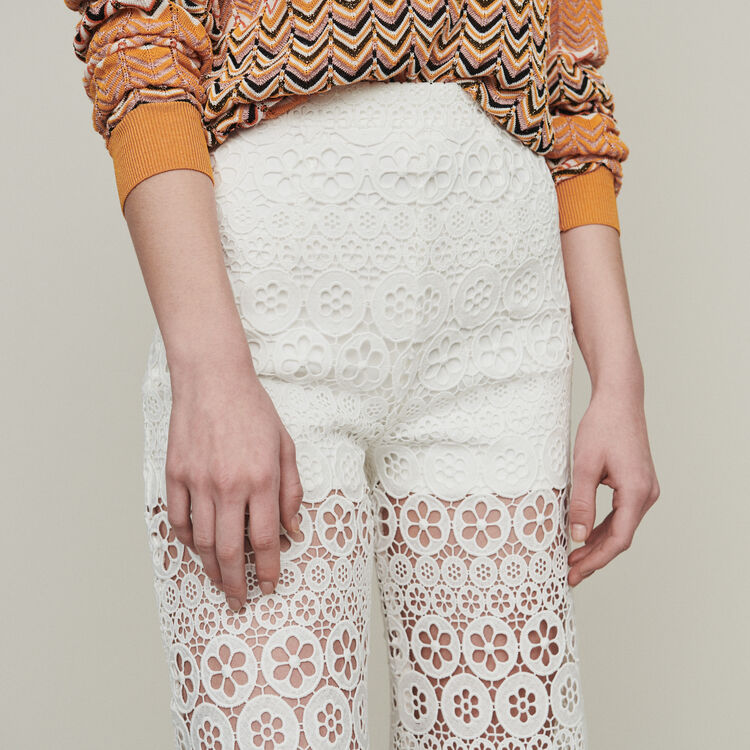 Cropped trousers in daisy print : Trousers & Jeans color White
